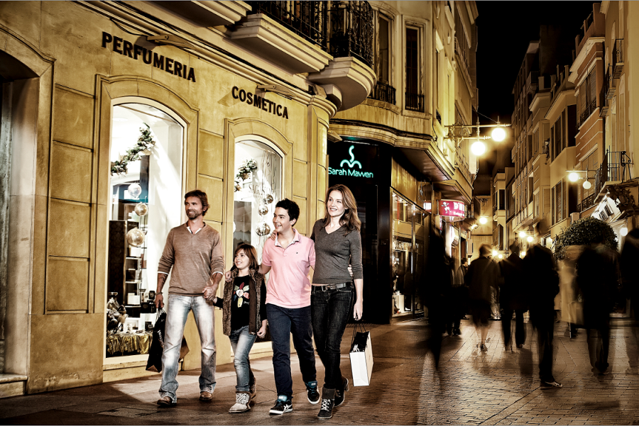 Shopping in Elche, family