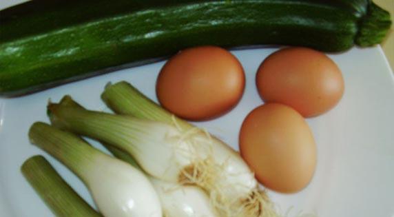 Calabacín, cebolla  y huevos.